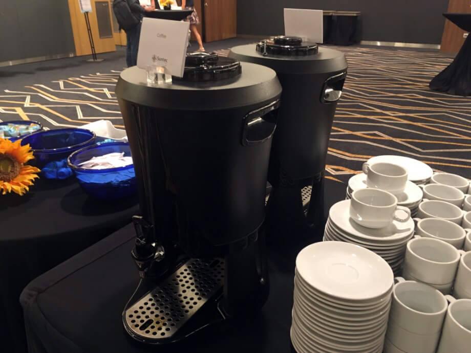 暖かいコーヒー・紅茶のサーバーも。