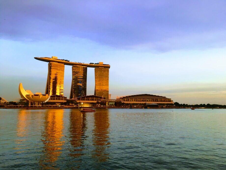 距離晚宴派對的開始時間尚早,便出外遊覽一下新加坡的景點。