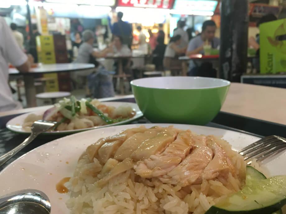 シンガポールグルメといえば、ハイナンチキンライス(海南鶏飯)。