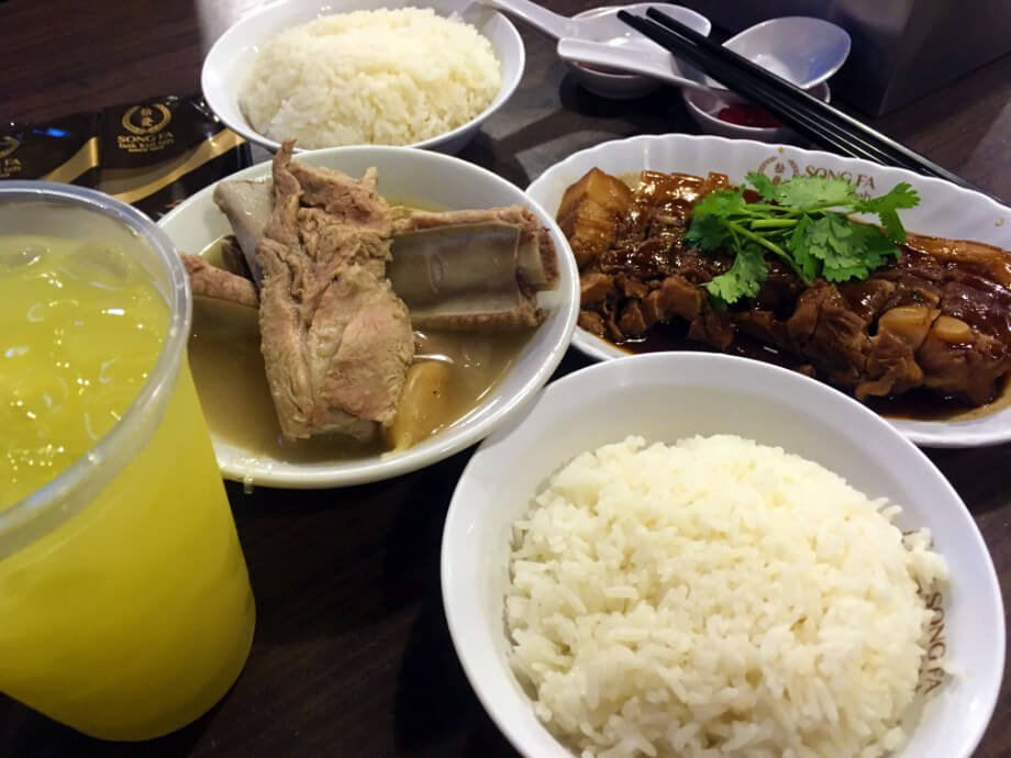 こちらも美味しかった、シンガポールの肉骨茶(バクテー)。