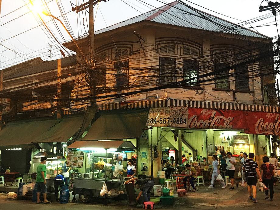 タイの街中、ごちゃごちゃ感が楽しい